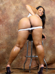 If u love massive round asses, glamorous coloured babes, and awesome love bubbles we've the fotos you're looking for.