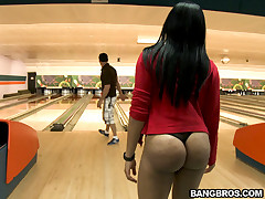 We got one fine ass brown bunnies who succeed in the shit fucked broadly of them right in the middle of a bowling alley. These one gentry are Bella together with Jayla Foxx.