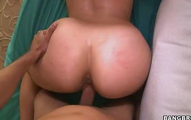 Bella Foxx is a sexy 20 year old brunnette with an amazing big with respect to ass
