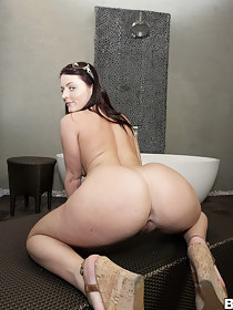 Huge phat jumbo, Sophie Dee came to shake her plump ass for our fun